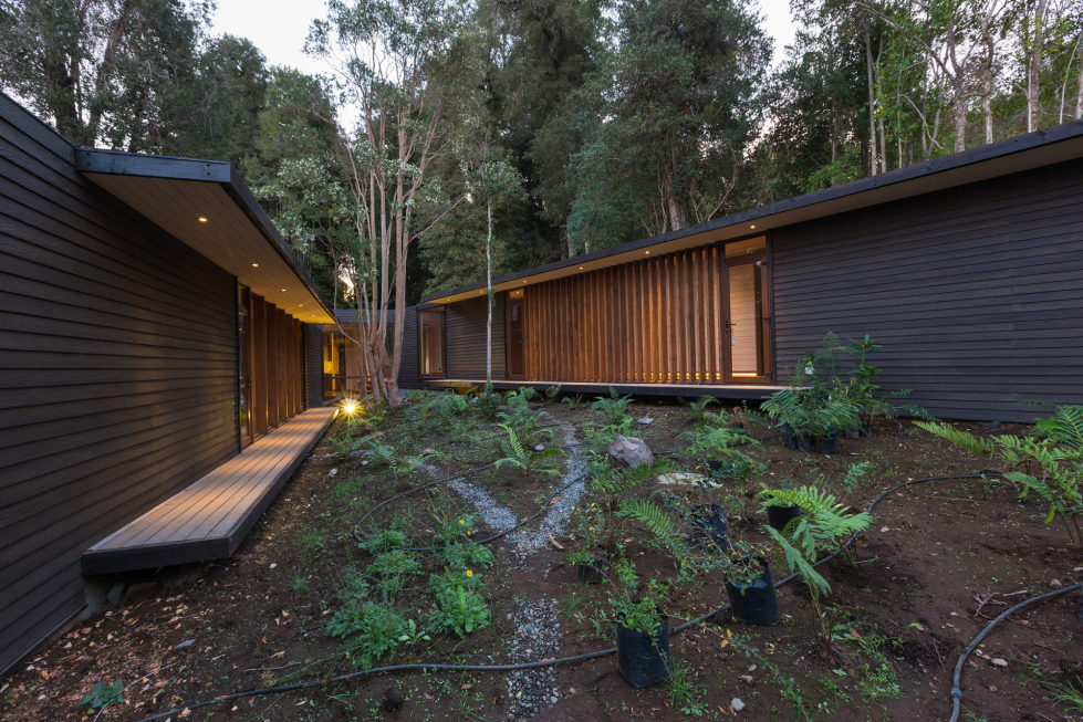 Cozy Family House From Planmaestro Studio On The Lake Shore In Chile 13