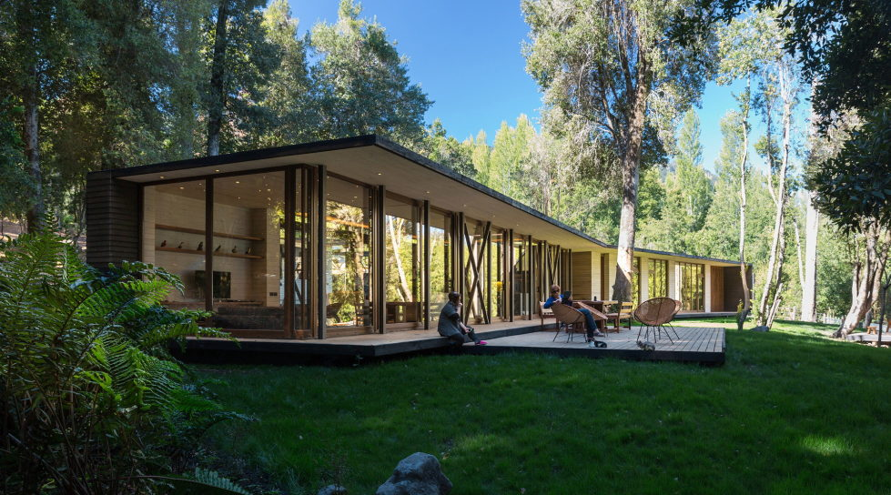 Cozy Family House From Planmaestro Studio On The Lake Shore In Chile 14