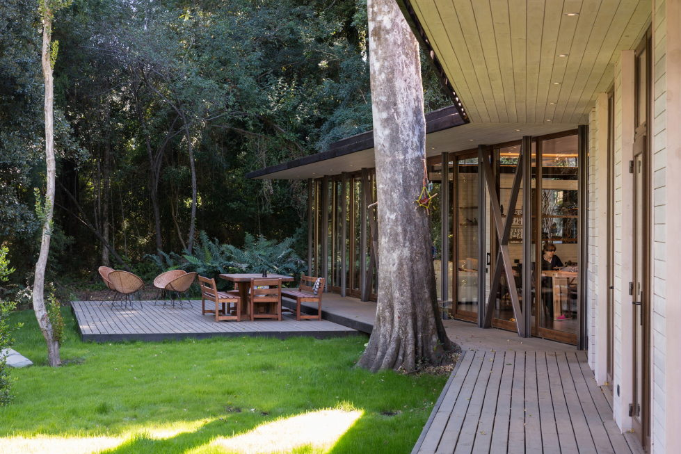 Cozy Family House From Planmaestro Studio On The Lake Shore In Chile 17