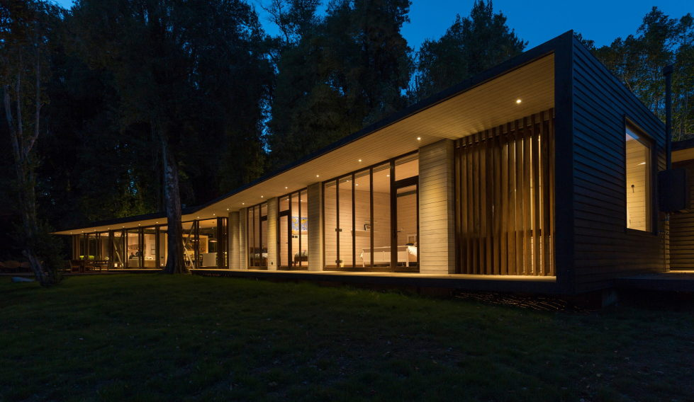 Cozy Family House From Planmaestro Studio On The Lake Shore In Chile 18