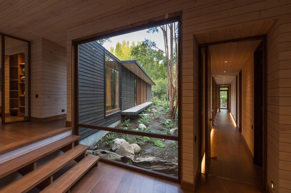 Cozy Family House From Planmaestro Studio On The Lake Shore In Chile 3