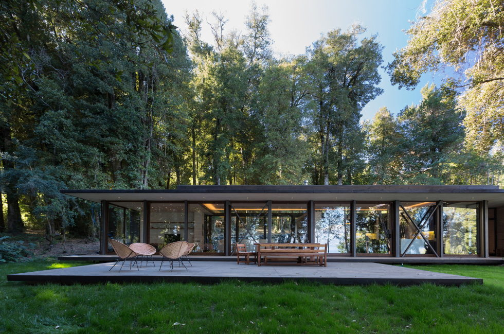 Cozy Family House From Planmaestro Studio On The Lake Shore In Chile 8