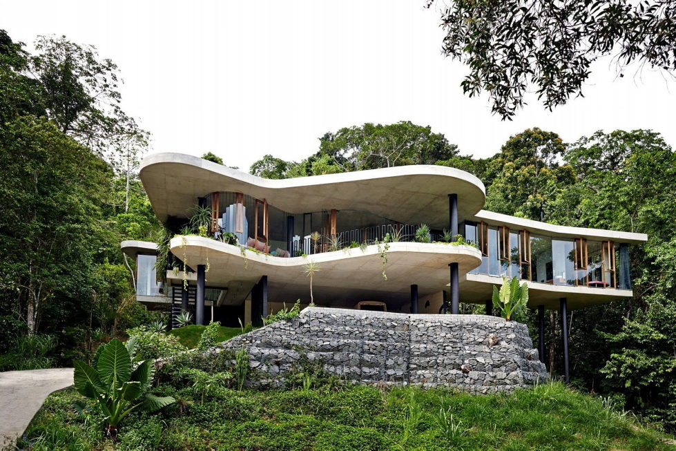 The glass house Planchonella in the tropical forest from Jesse Bennett Architect 1