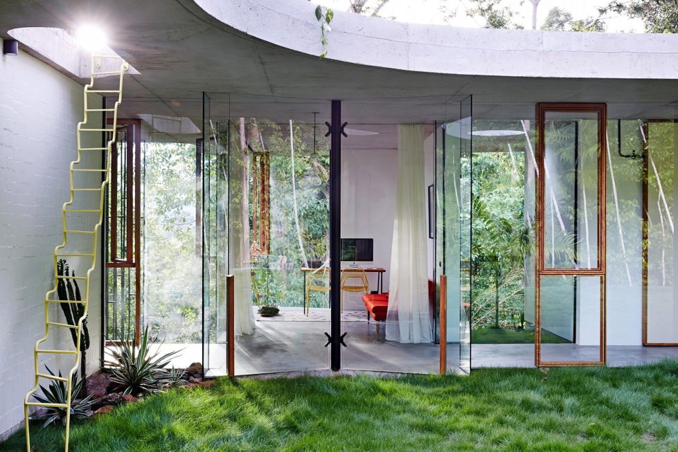 The glass house Planchonella in the tropical forest from Jesse Bennett Architect 11