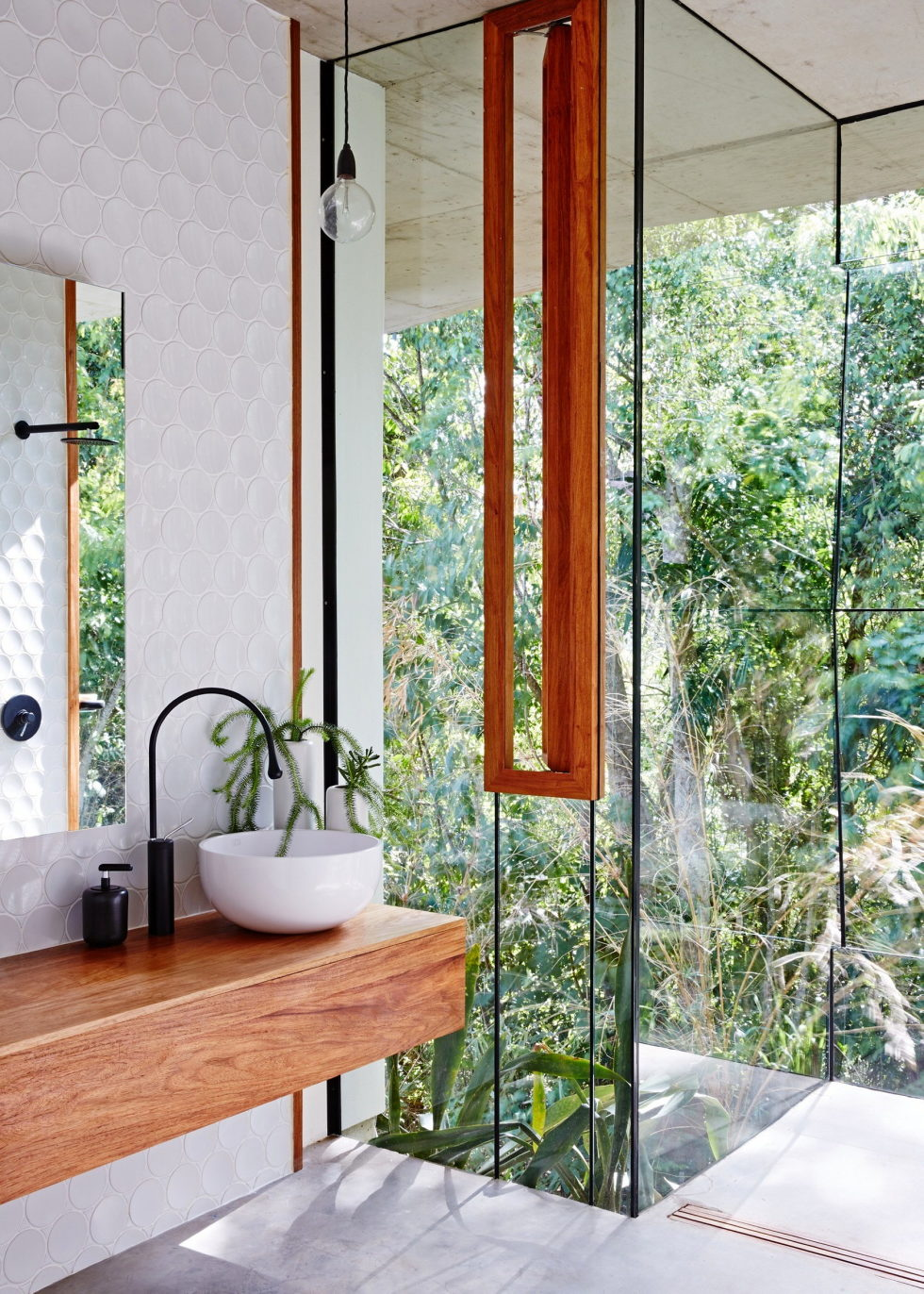 The glass house Planchonella in the tropical forest from Jesse Bennett Architect 20