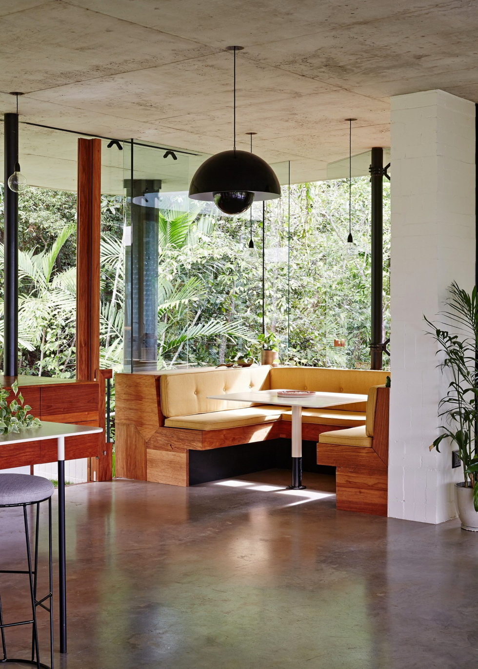 The glass house Planchonella in the tropical forest from Jesse Bennett Architect 8