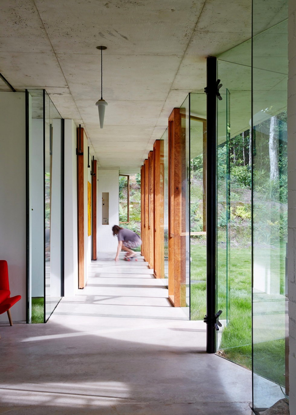 The glass house Planchonella in the tropical forest from Jesse Bennett Architect 9
