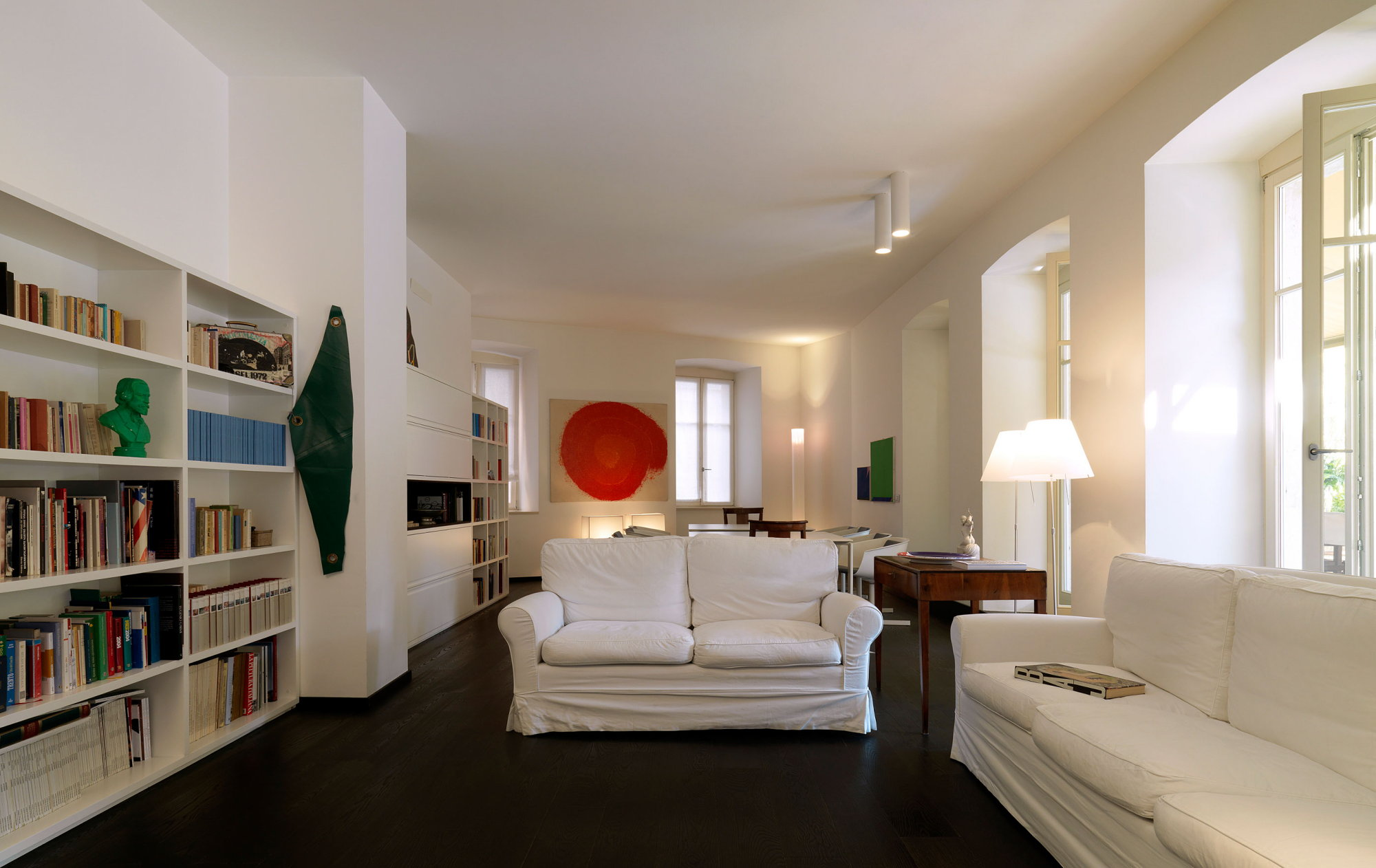 Upscale apartments for art collector from michela and for Apartment design italien