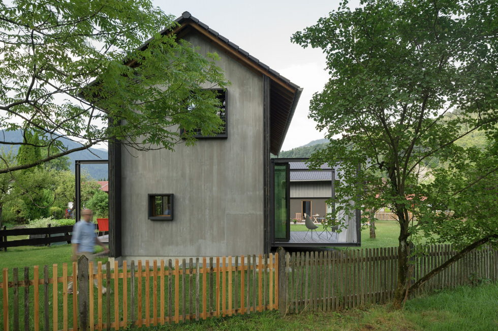Wooden House At The Upper Bavaria From Arnhard und Eck Architekten Bureau 24