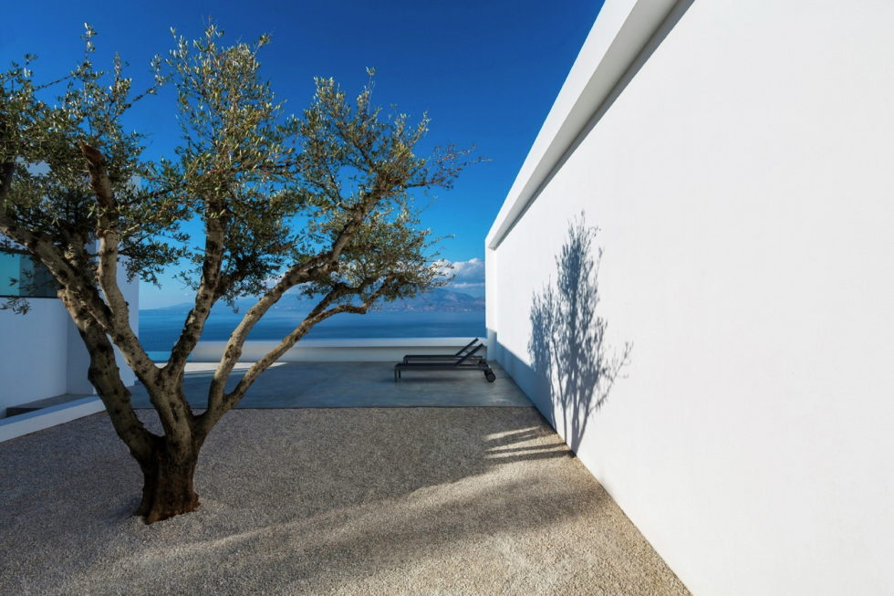 Silver House In Greece Upon The Project Of Dwek Architects Studio 10