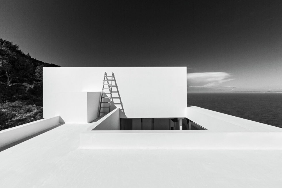 Silver House In Greece Upon The Project Of Dwek Architects Studio 18