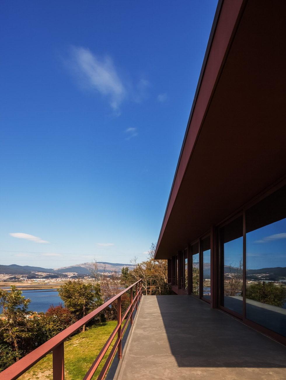 The country residence Casa de Seixas Portugal from Castro Calapez Arquitectos studio 7