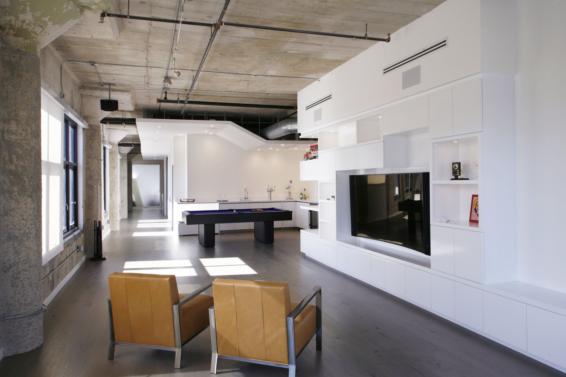 Twin loft apartment in los angeles upon the project of cha for Disenos de apartamentos pequenos