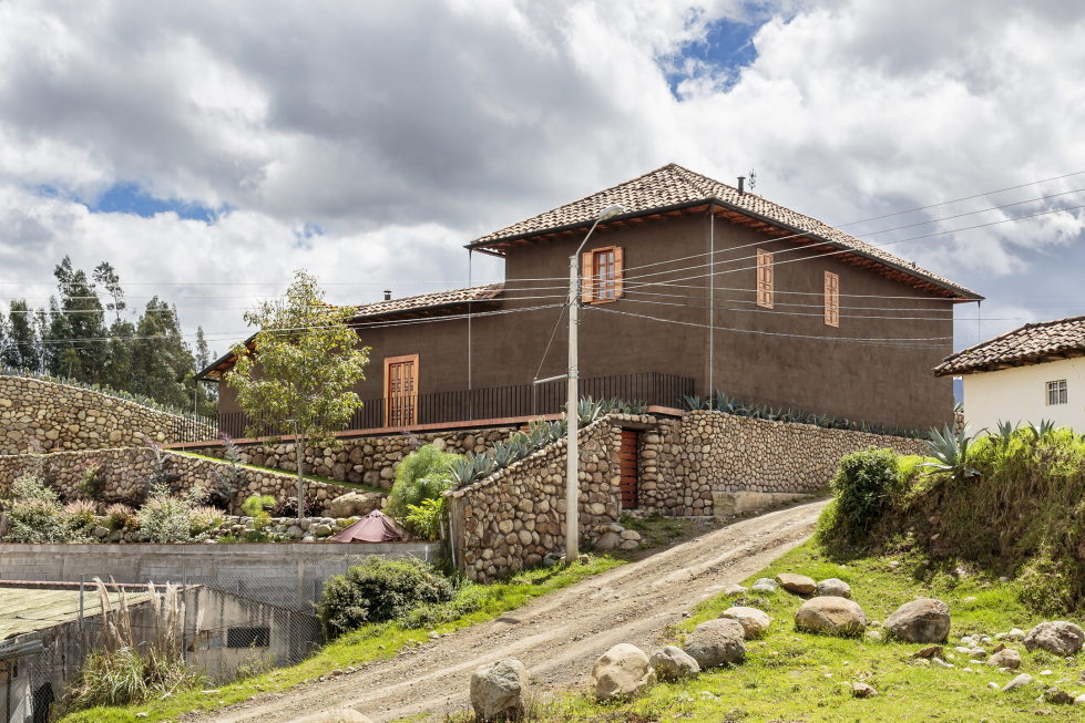 Shape Loma house in Cuenca by architect Ivan Andres Quizhpe 2