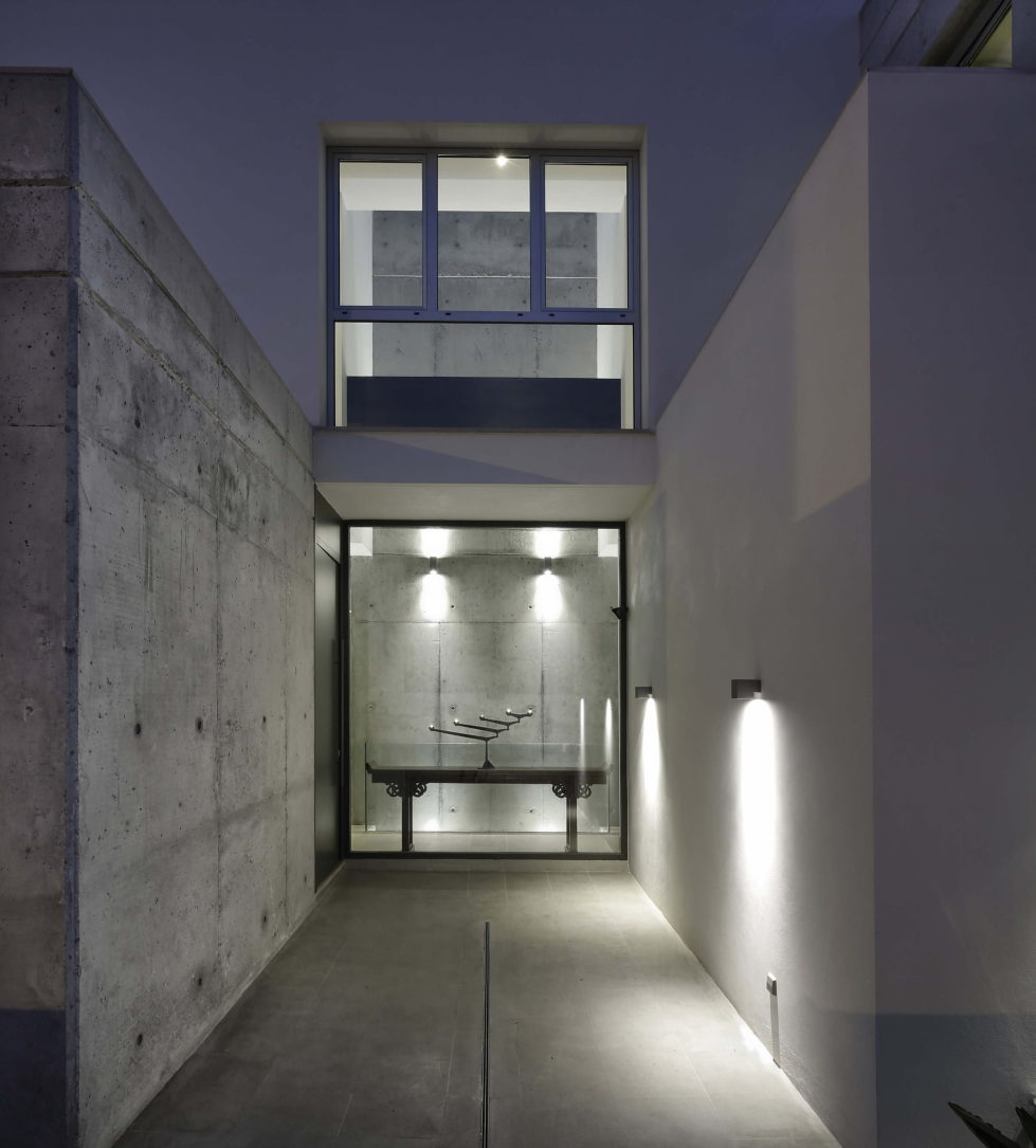 Two-Storey Casa Manduka House On The South Of Spain Upon The Project Of Sergio Suarez Marchena 12