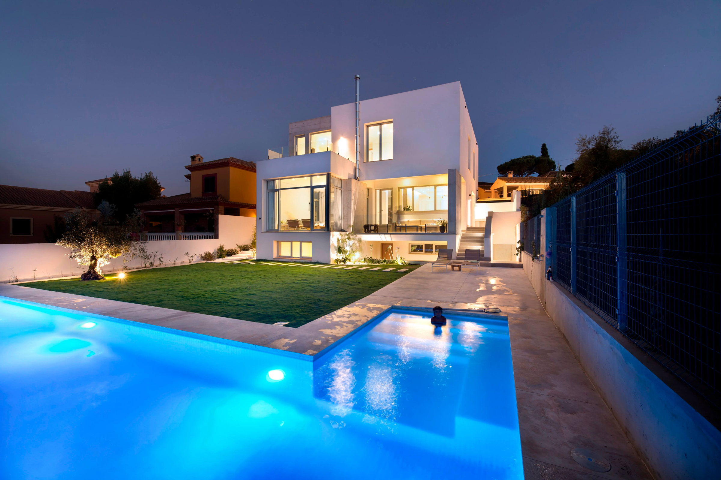 Two storey casa manduka house on the south of spain upon for Designer casa