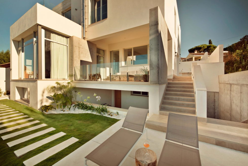 Two-Storey Casa Manduka House On The South Of Spain Upon The Project Of Sergio Suarez Marchena 4