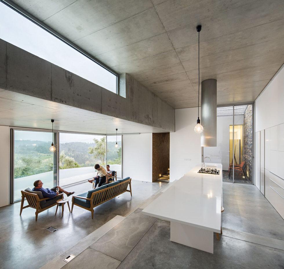 Camarim Arquitectos House in Gateira 13