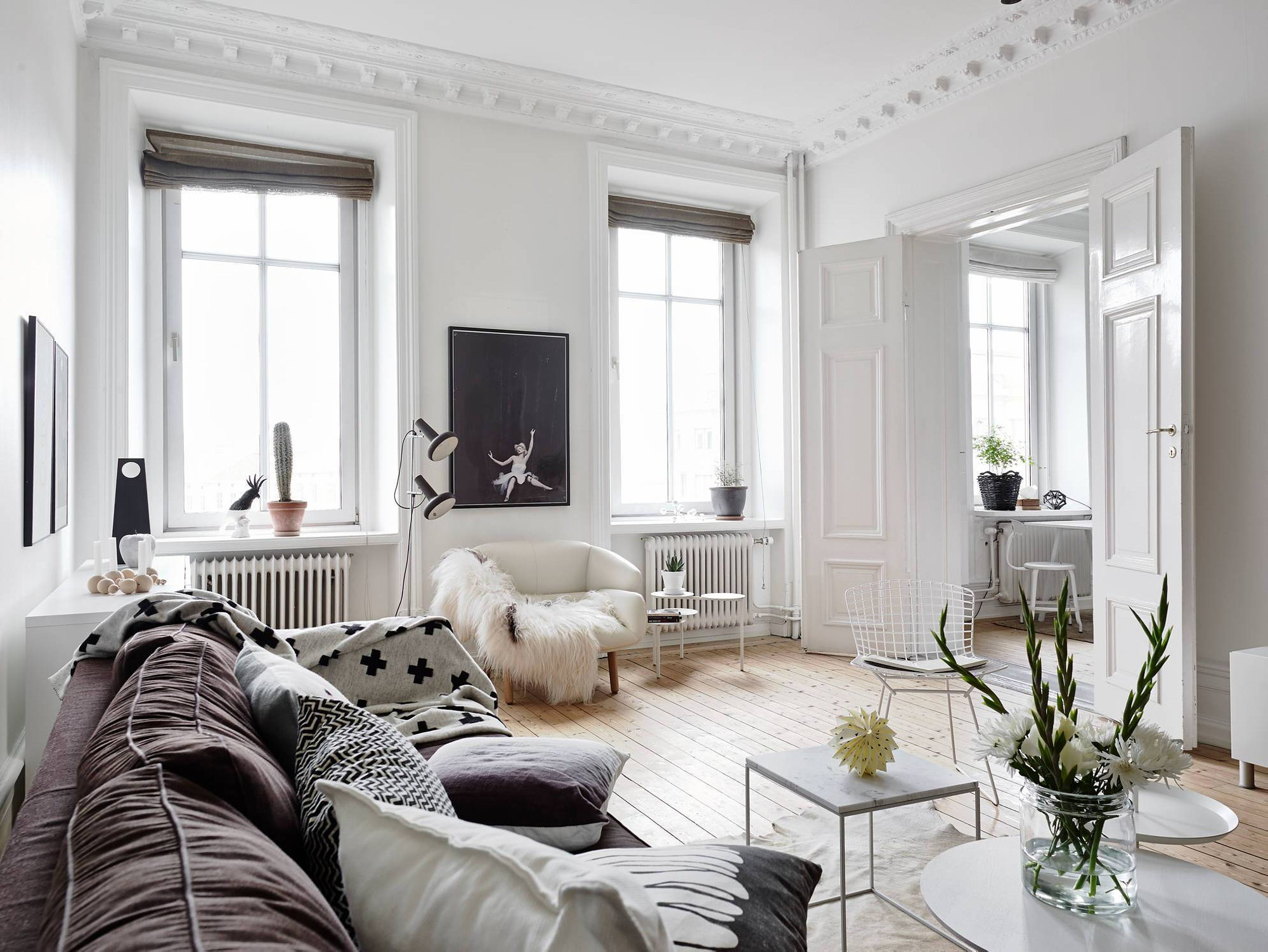 Scandinavian interior style a spacious flat in goteborg for Design wohnzimmer