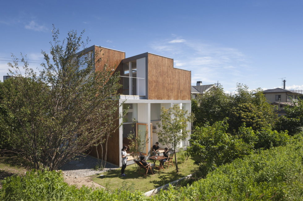 The family idyll in Japan from the Ihrmk studio 1
