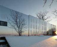 Casa Invisible The Mirror House From Delugan Meissl Associated Architects 1