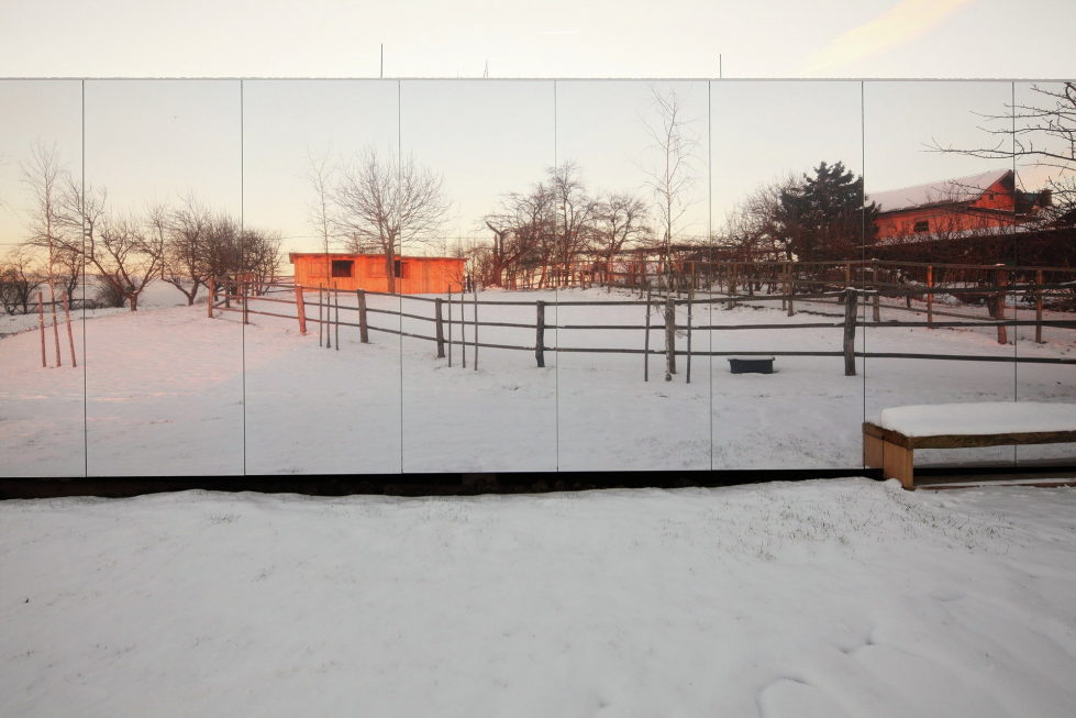 Casa Invisible The Mirror House From Delugan Meissl Associated Architects 10
