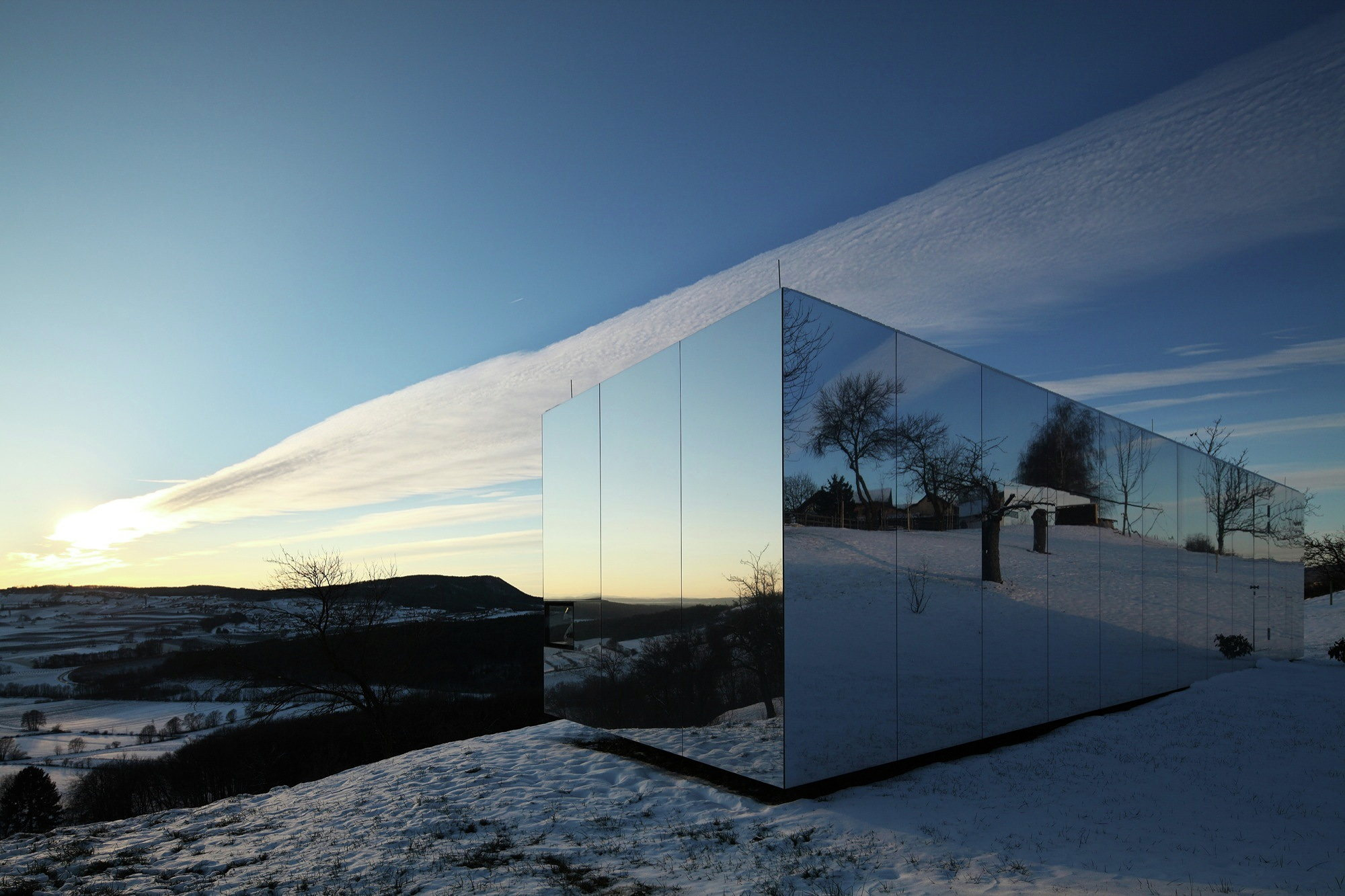 Casa Invisible The Mirror House From Delugan Meissl