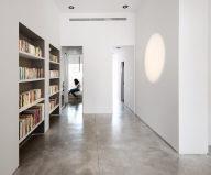 Three-bedroom apartment in Tel Aviv by Chiara Ferrari Studio 3