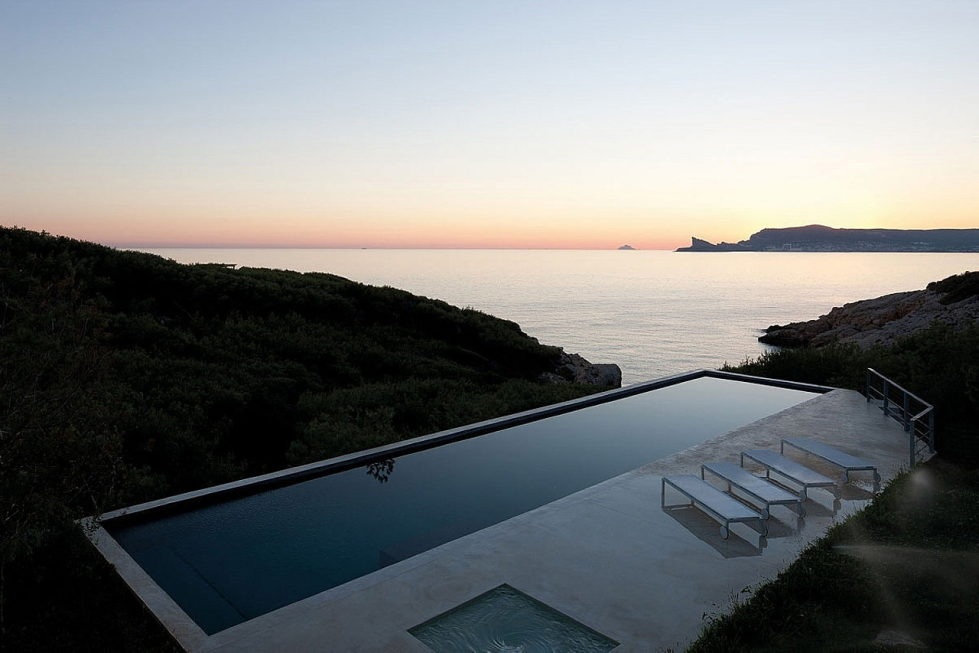 The House In Provence Overlooking The Sea From Bruno Erpicum Partners 11