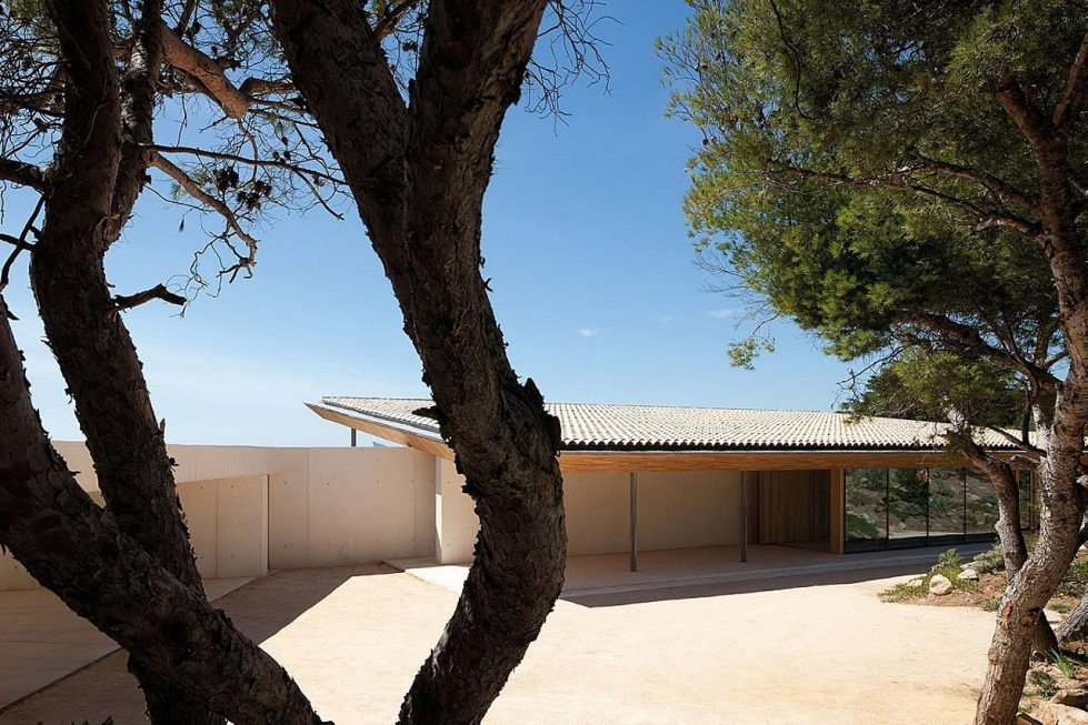 The House In Provence Overlooking The Sea From Bruno Erpicum Partners 13