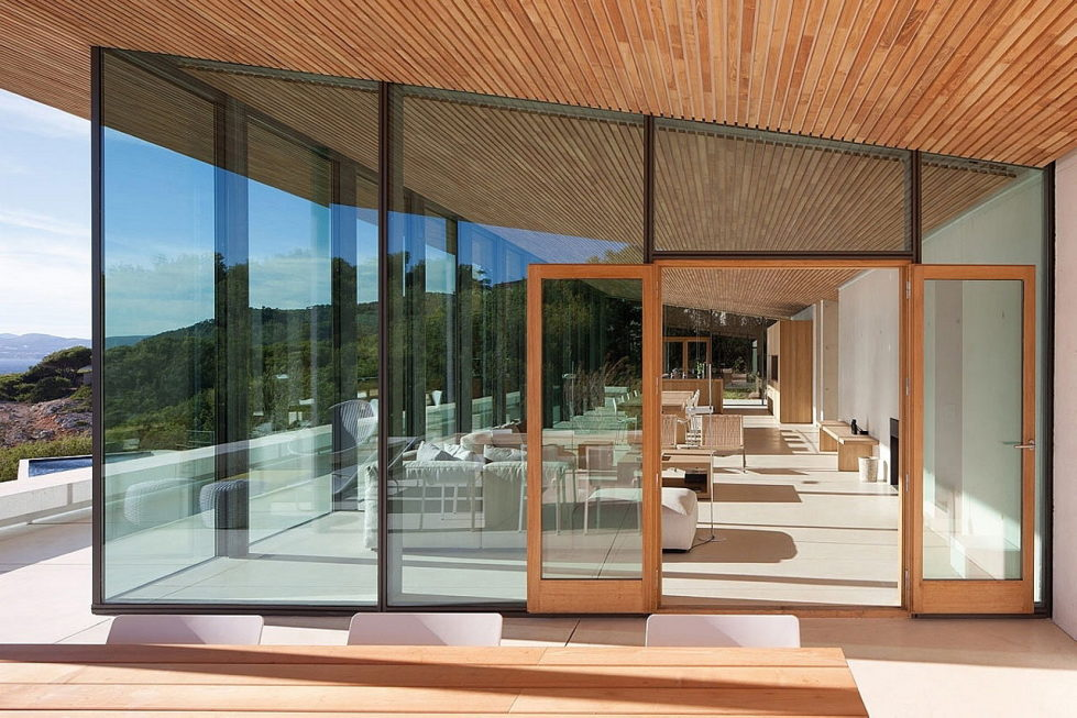 The House In Provence Overlooking The Sea From Bruno Erpicum Partners 16