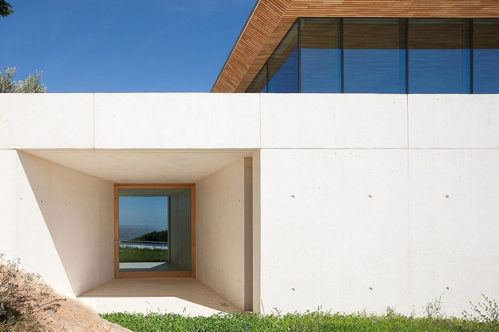 The House In Provence Overlooking The Sea From Bruno Erpicum Partners 9