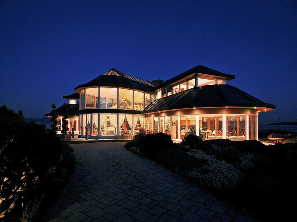 The Magnificent Residence On The Sea In Victoria Canada 15