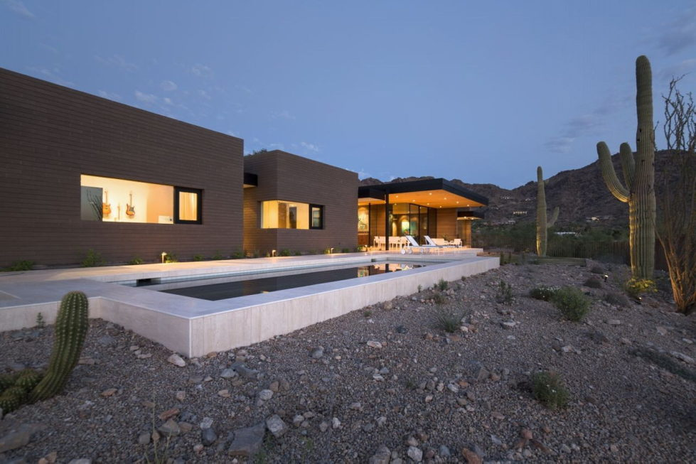 The house on a sandy hill in Arizona 3