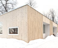 The wooden house in the Canadian woods 10