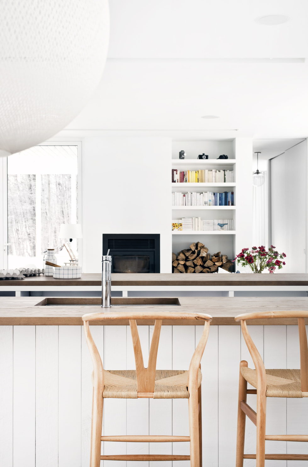 The wooden house in the Canadian woods 18