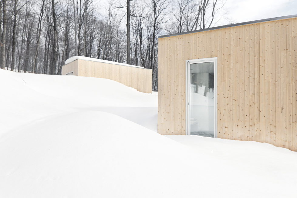 The wooden house in the Canadian woods 6