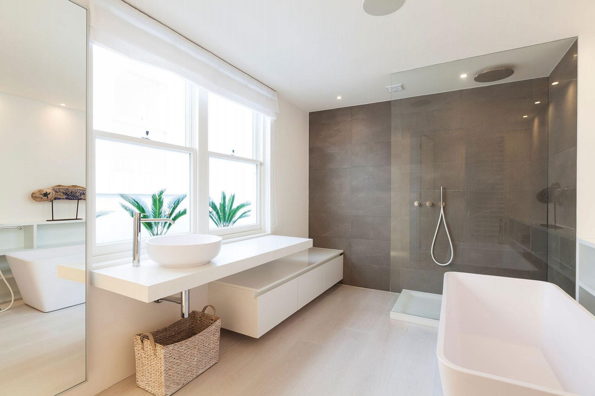 St petersburg place penthouse in london england - Badkamer mansard ...