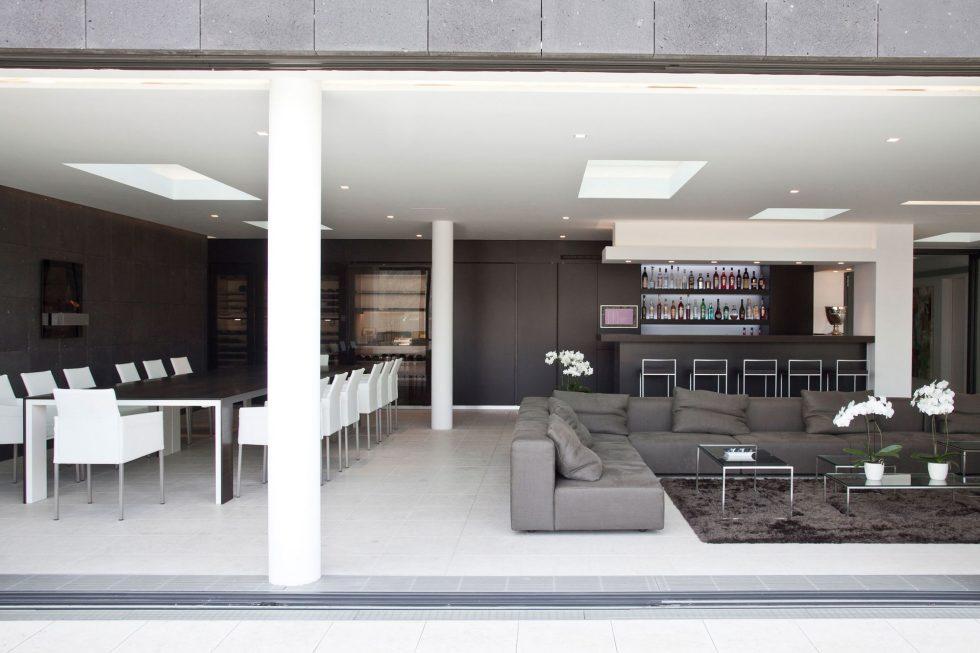 The luxury villa on the lake in Austria 3