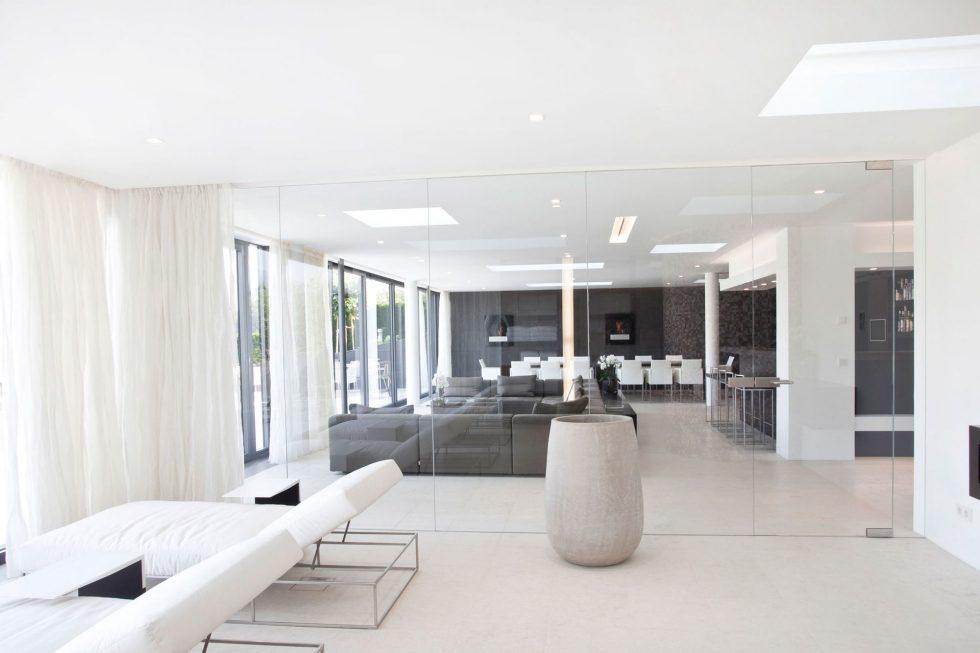 The luxury villa on the lake in Austria 8
