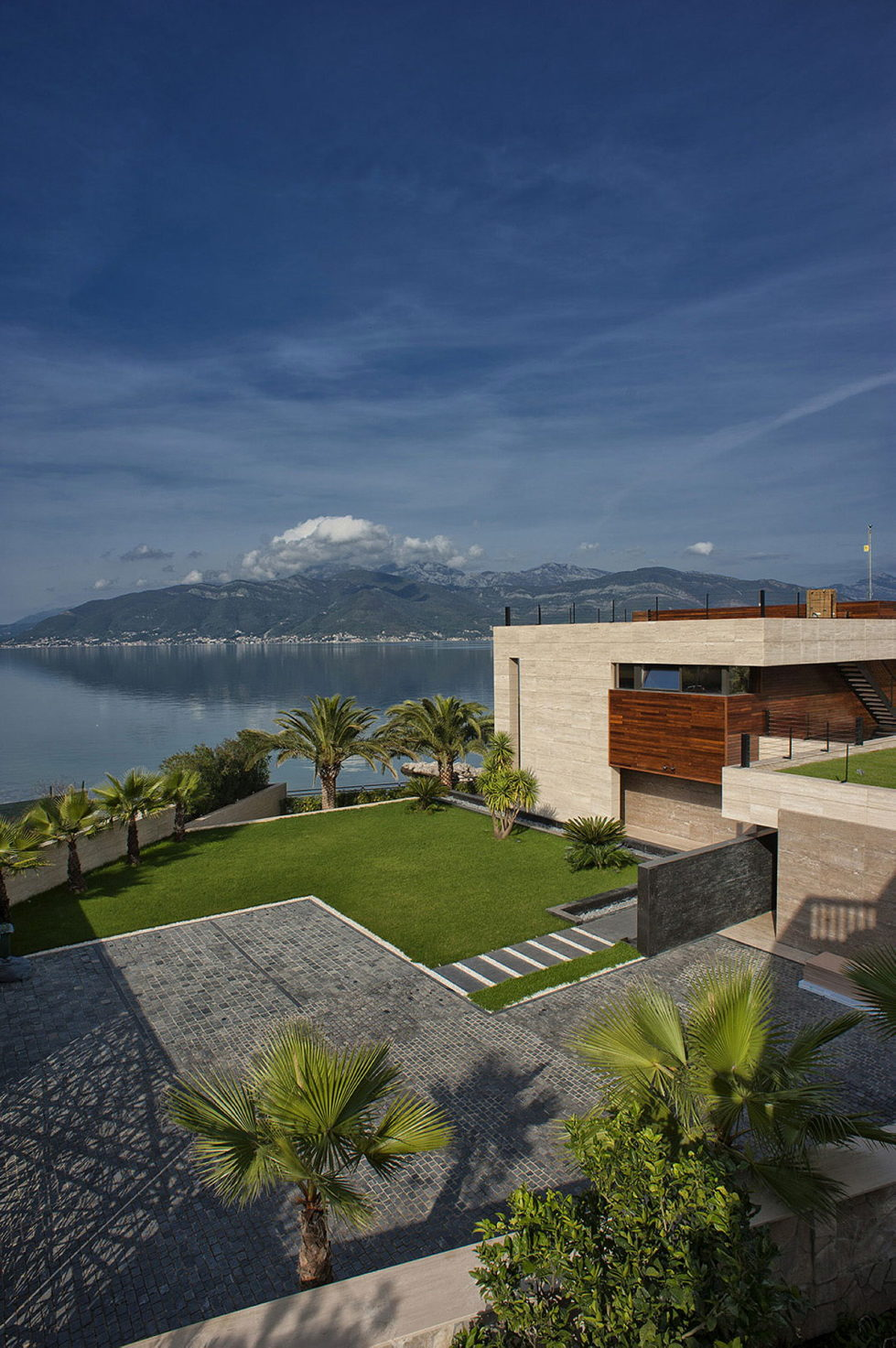 S, M, L - Villa In Montenegro From Studio SYNTHESIS 2