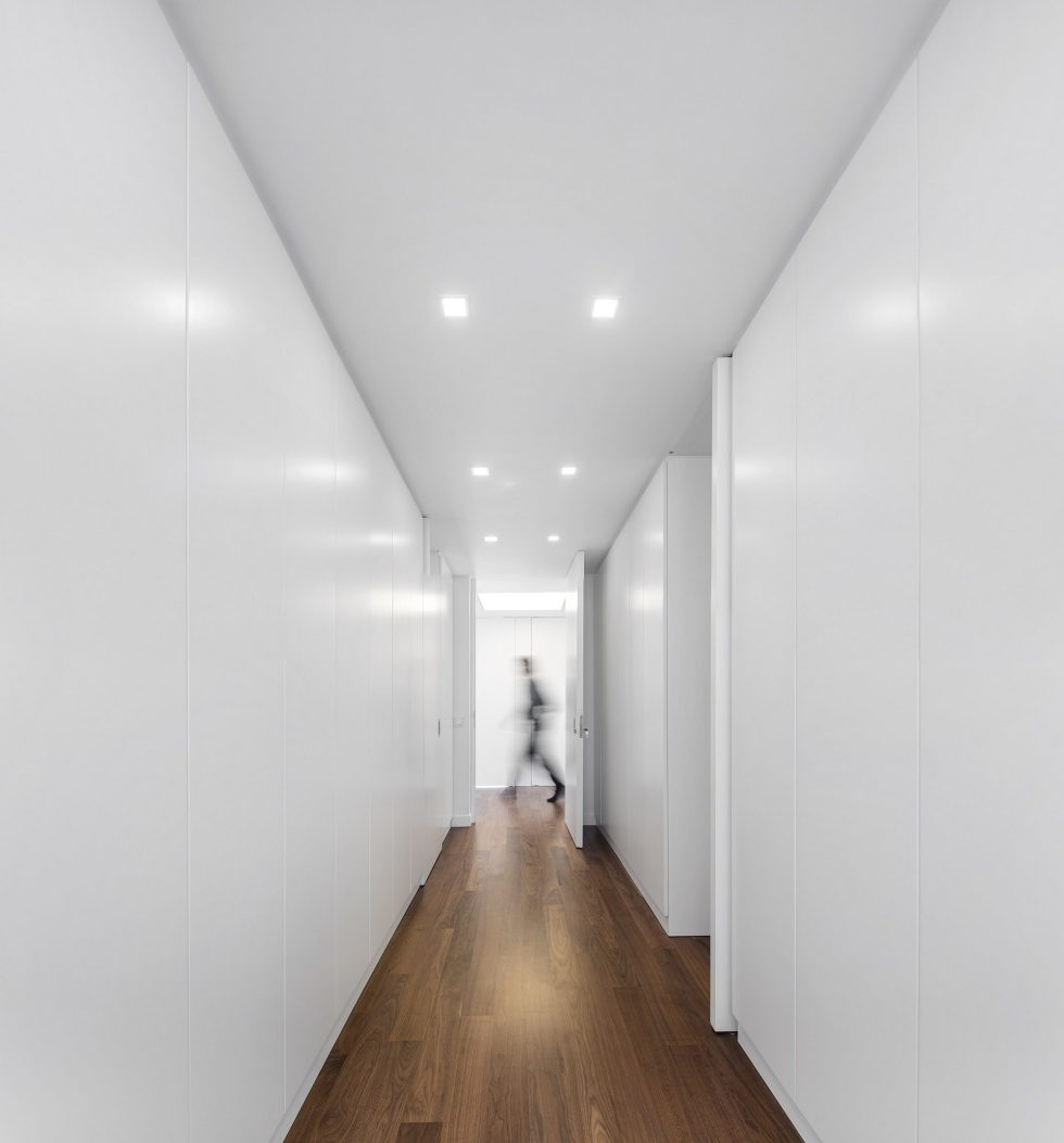 Oeiras House in Portugal from Joao Tiago Aguiar studio 18