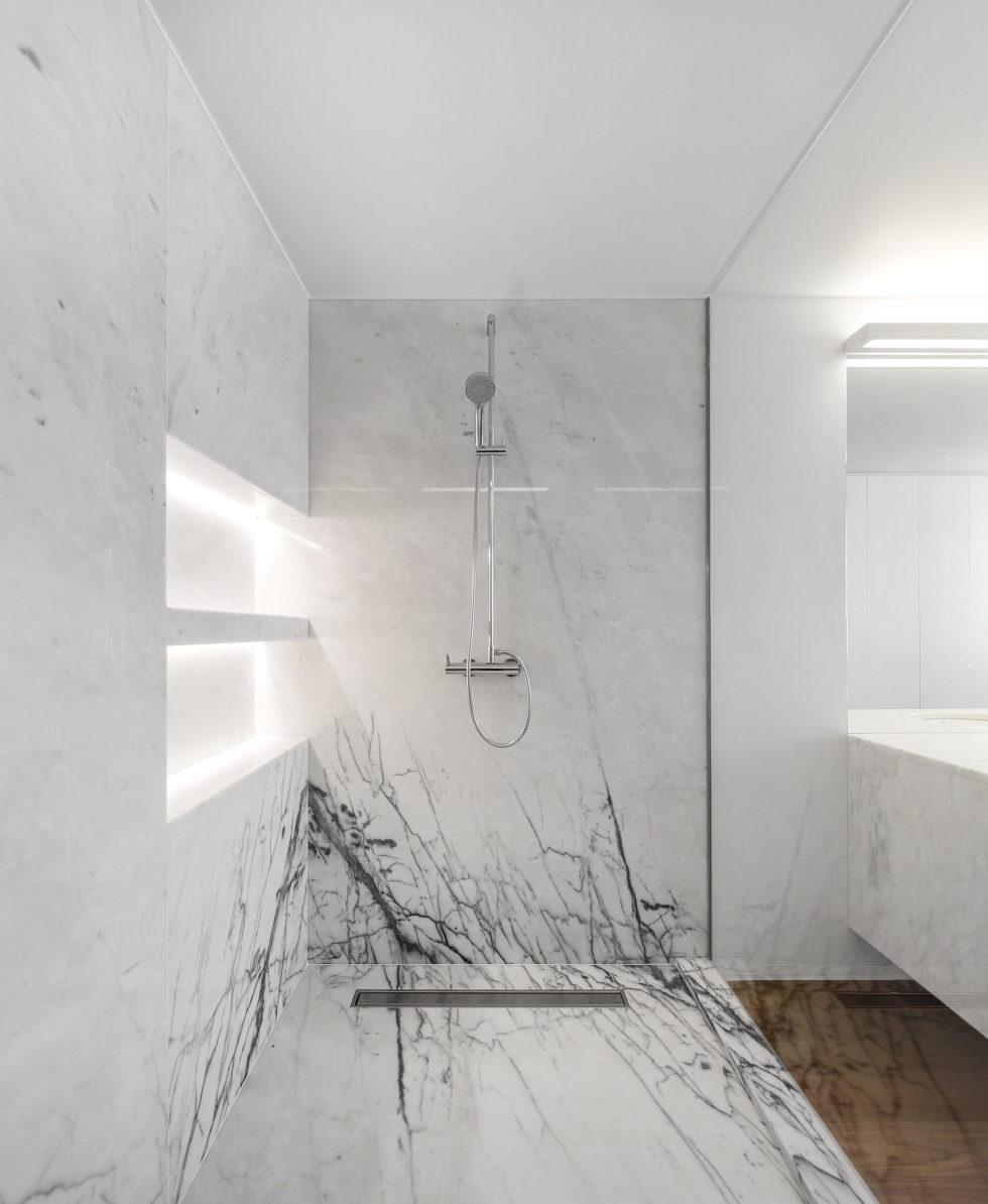 Oeiras House in Portugal from Joao Tiago Aguiar studio 19