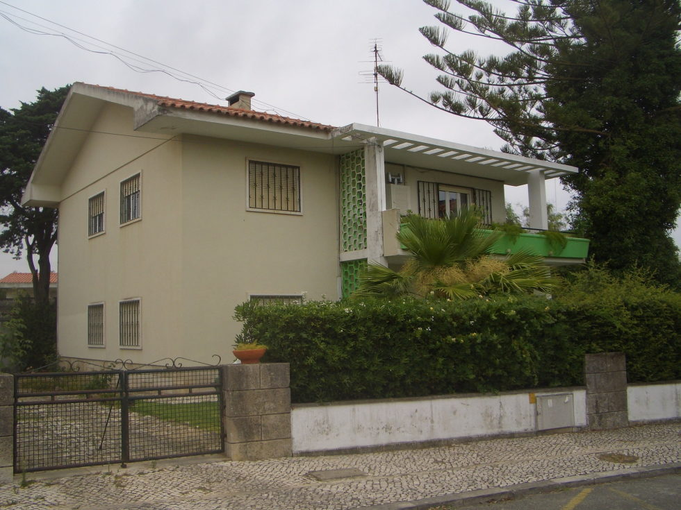 Oeiras House in Portugal from Joao Tiago Aguiar studio 23