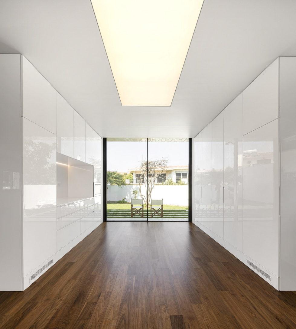 Oeiras House in Portugal from Joao Tiago Aguiar studio 24