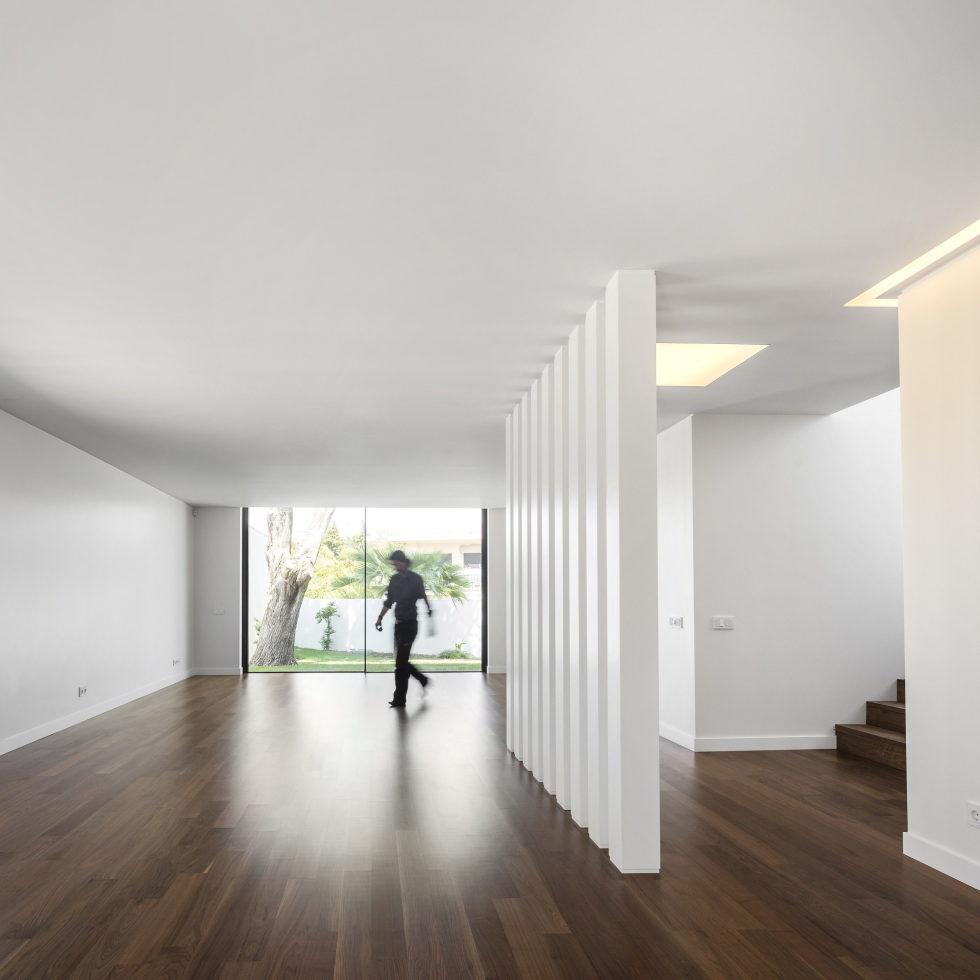 Oeiras House in Portugal from Joao Tiago Aguiar studio 27