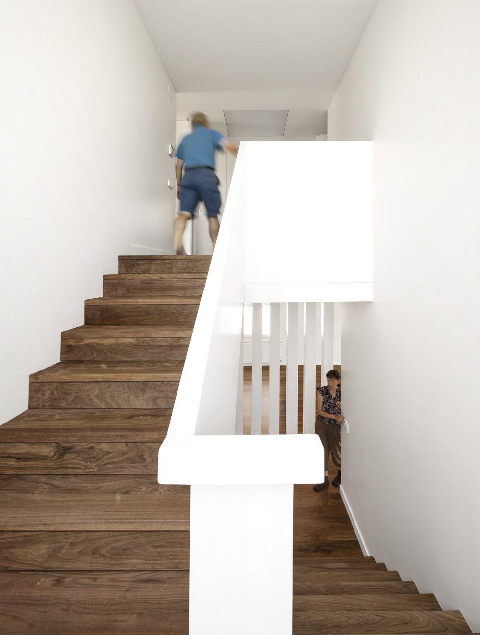 Oeiras House in Portugal from Joao Tiago Aguiar studio 28