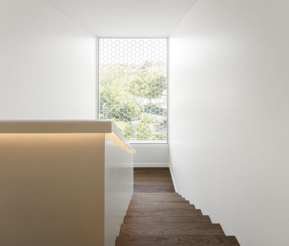 Oeiras House in Portugal from Joao Tiago Aguiar studio 29