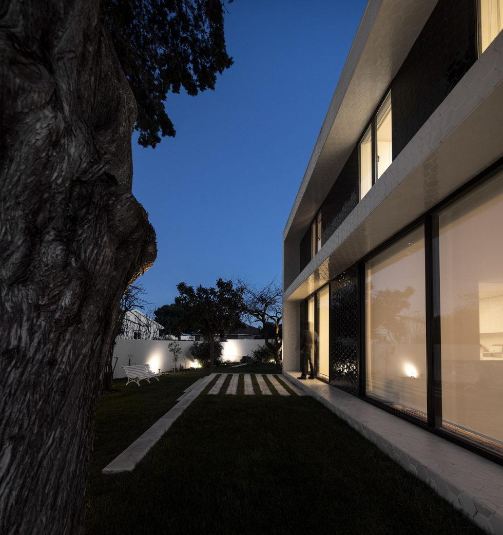 Oeiras House in Portugal from Joao Tiago Aguiar studio 9