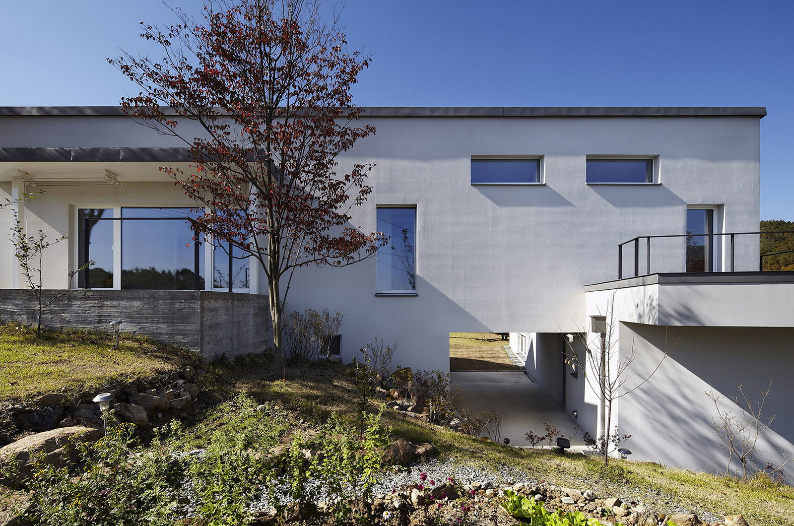 Modern country house by engineforce architect bureau for Contemporary country